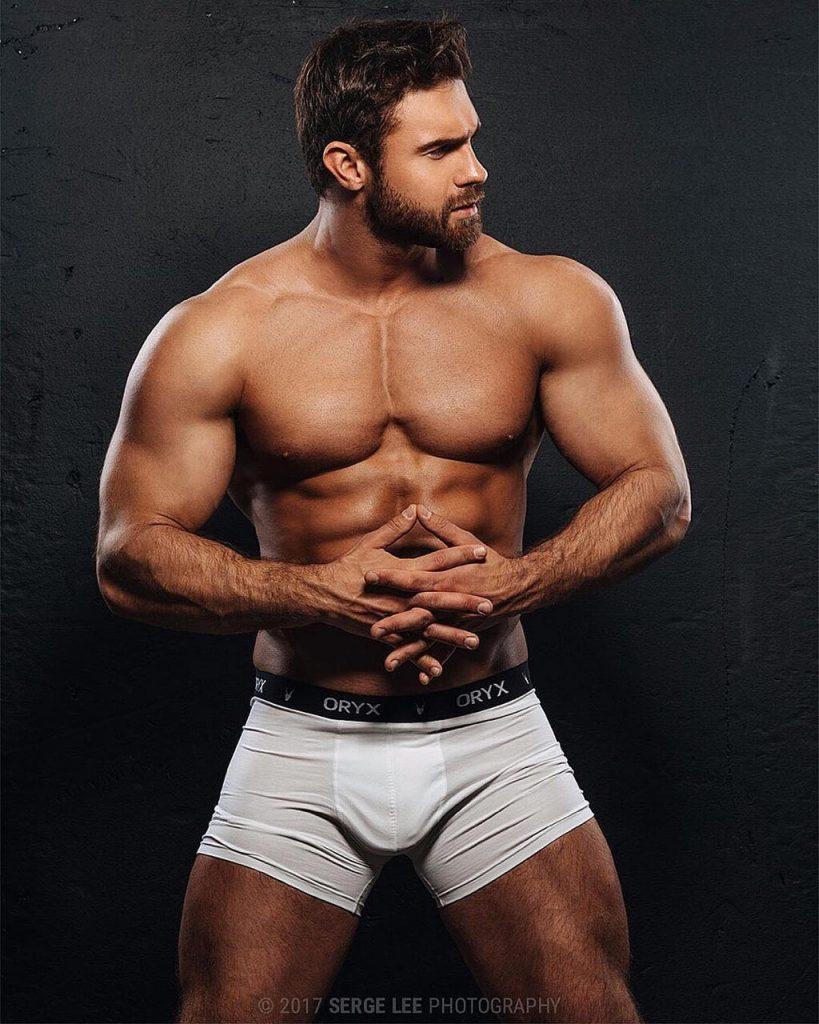 Russian muscle man Kirill Dowidoff