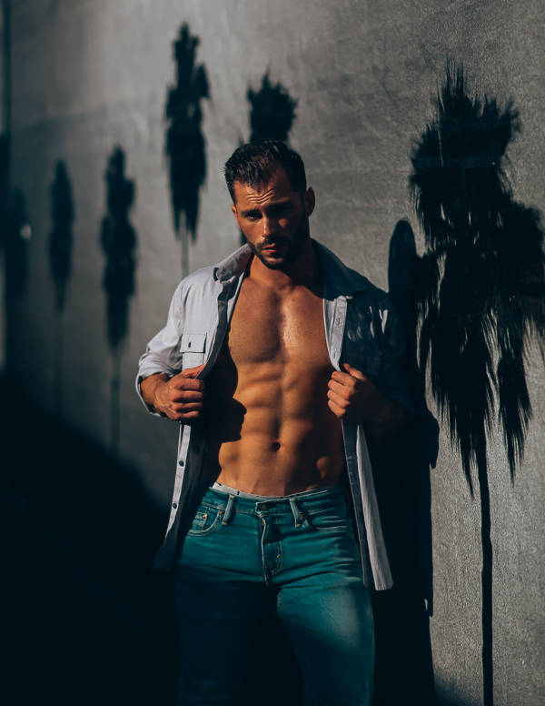 Male model Quin Bruce showing his abs and chest