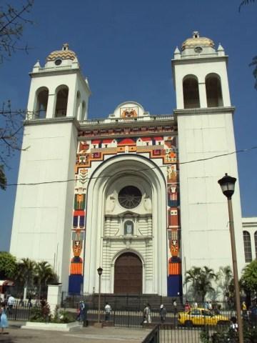 Retiran mural de Fernando Llort en Catedral Metropolitana