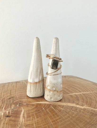 Handmade ceramic mountain ring cones - Spots