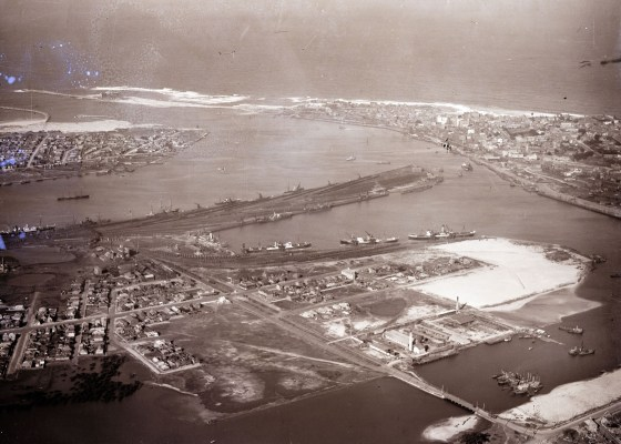 Newcastle harbour looking east, 1930 (Courtesy of Phillip warren)