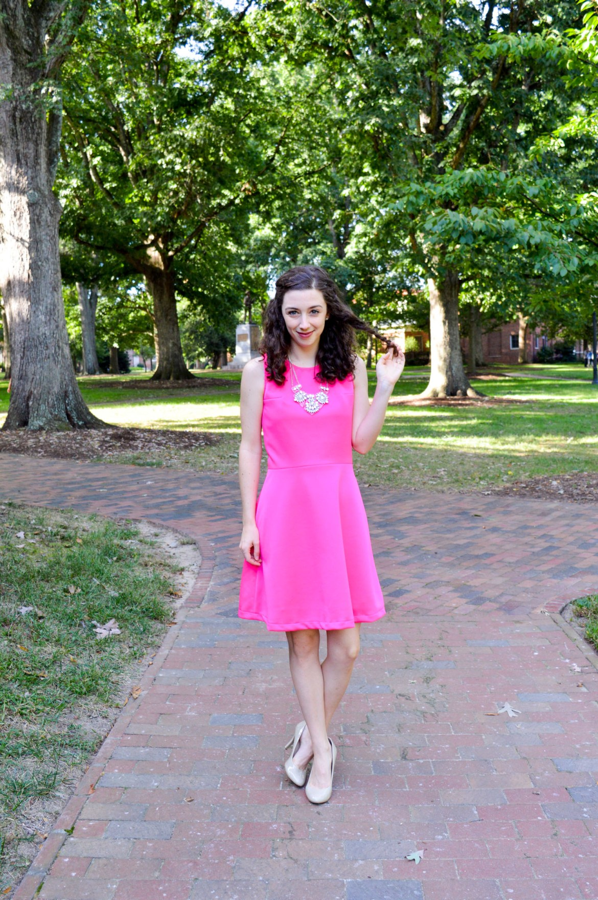 You can never go wrong with a hot pink dress! Style inspiration on Hunting for Pink Flamingos