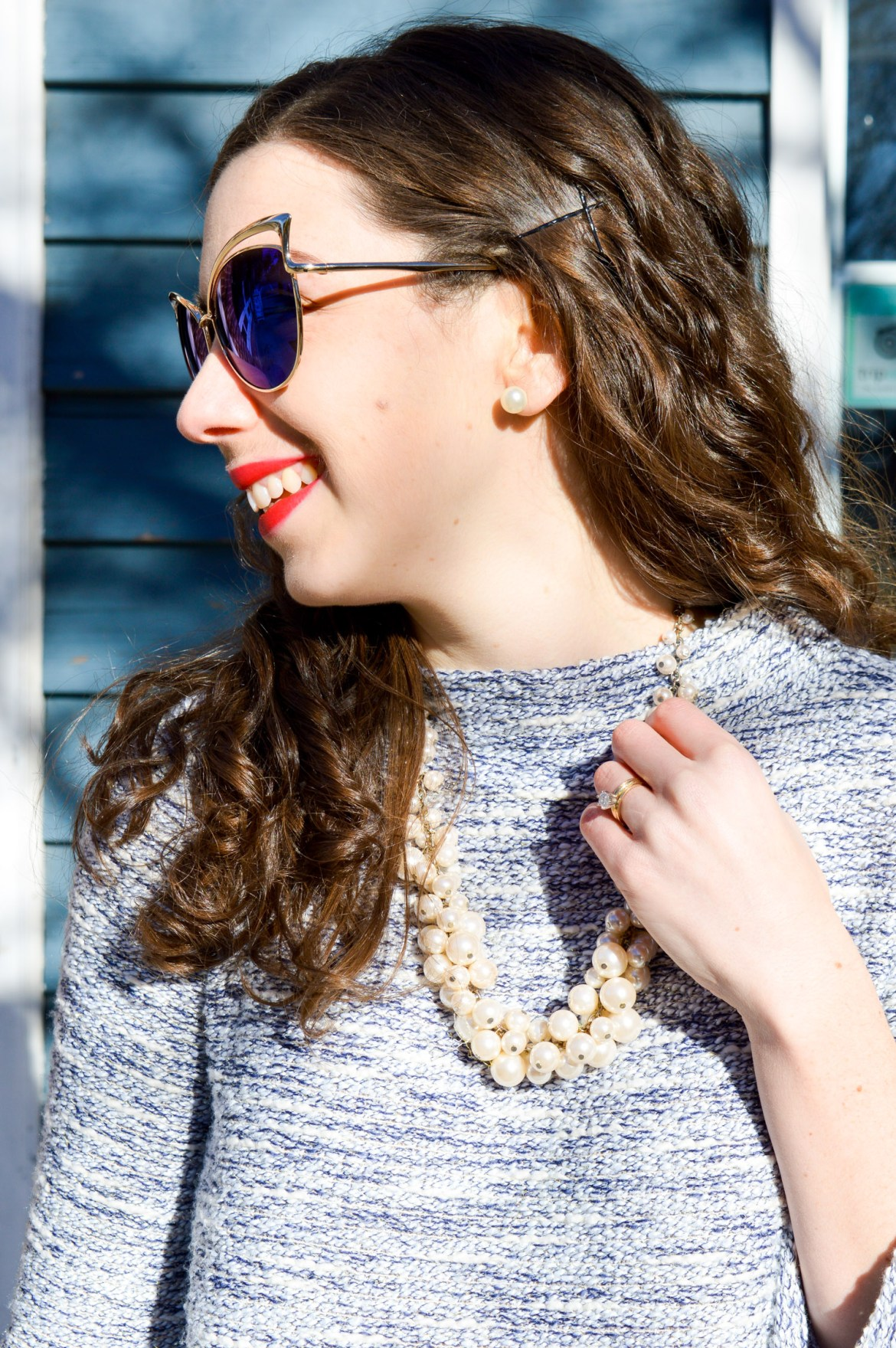 Cat eye sunglasses + red lip + pearl necklace