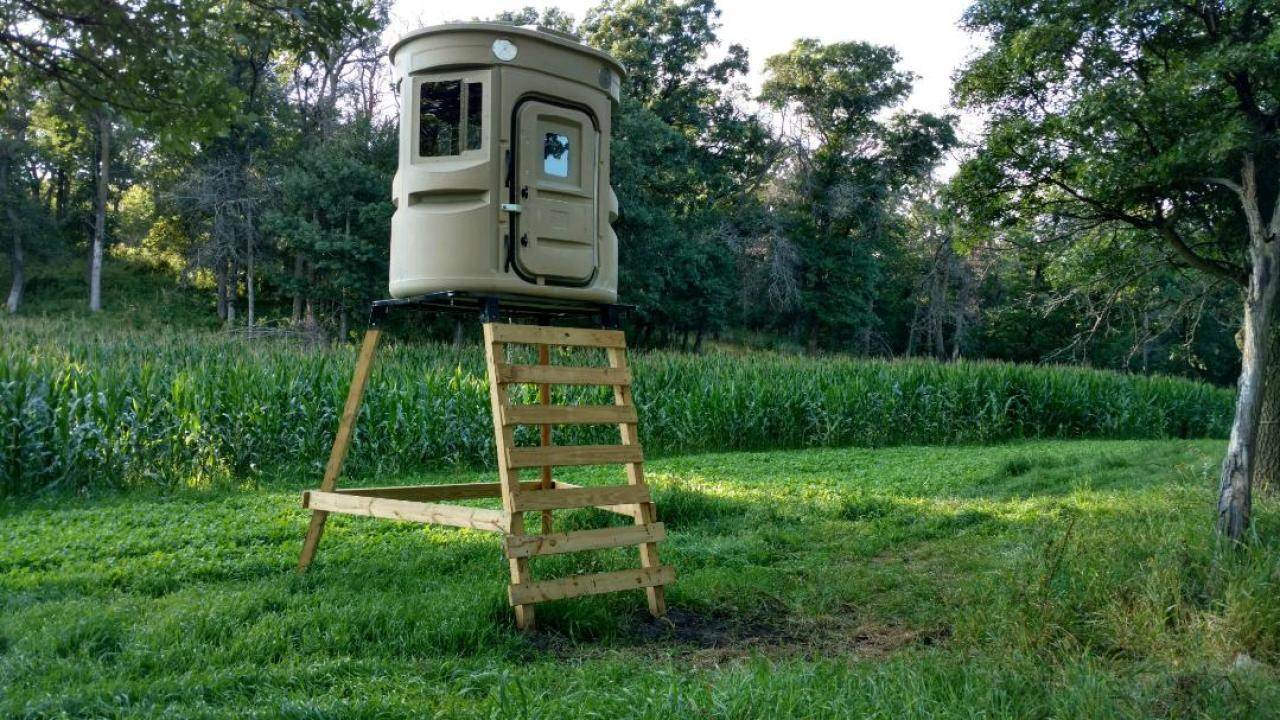 FOOD PLOT, TOWER STAND, HUNTING BLIND, 360­° SHOOTING VIEWS