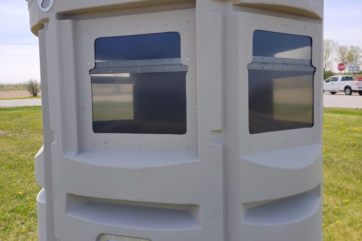 Large Horizontal, 360° Windows, Stay in Shadow, On Muddy Land