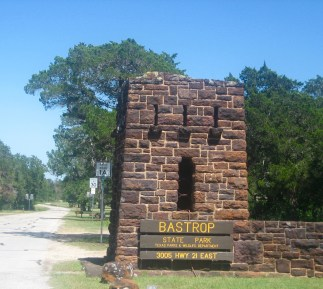 Entrance_to_Bastrop_State_Park,_Bastrop,_TX_IMG_0523