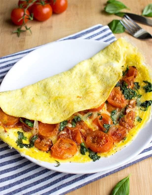 Easy Tomato Omelette - 18 Vegetarian Breakfast Ideas | hurrythefoodup.com
