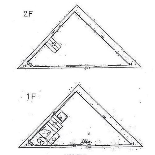 今日も狭小三角〜建物全体で約12畳!階段部分含めてですよ。さぁどうする?とりあえず、階段のステップ数がやたらと少ないのが気になるな(笑)#間取り図鑑定士 #間取り図大好き #間取り図ナイト #狭小 #三角#間取り#間取り図#間取り萌え #間取り大好き #間取りマニア#間取り図マニア#間取り図とにらめっこ