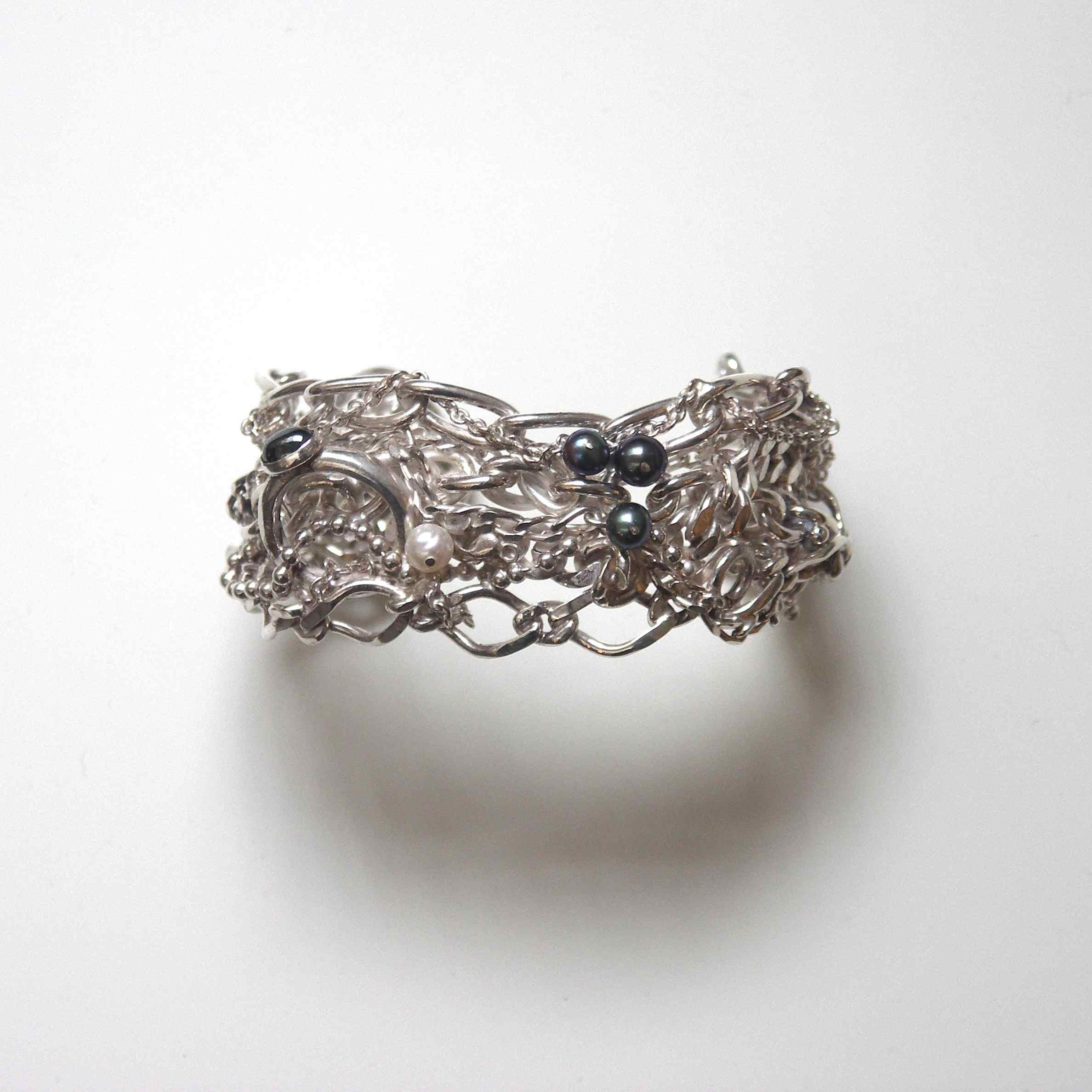 TCCB-Tangled chain and black pearl cuff