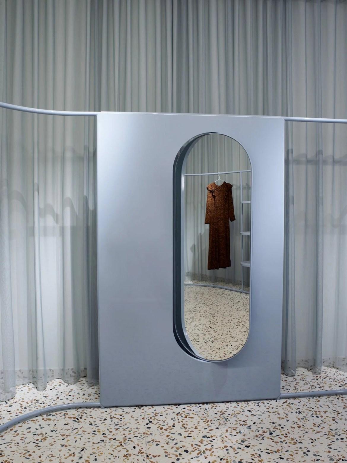 Miroir oval concept store