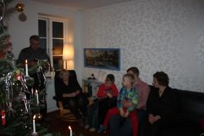 Far læser juleevangeliet