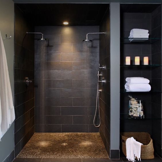 Masculine bathroom wall décor