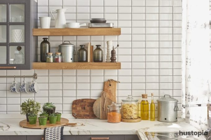 Natural Shelves Kitchen Decorating Ideas