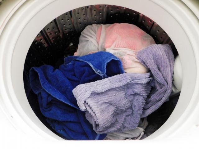 洋服の洗濯時の色落ち防止対策~洗い方、干し方、色止め方法