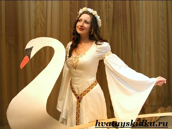 Костюм-королевы-Виды-и-особенности-костюмов-королевы-5