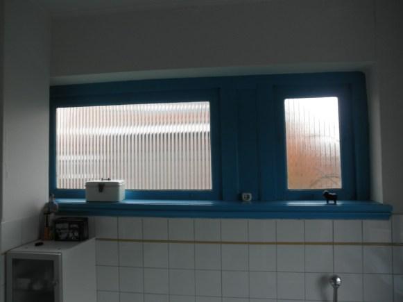 Binnenaanzicht oude ruiten badkamer