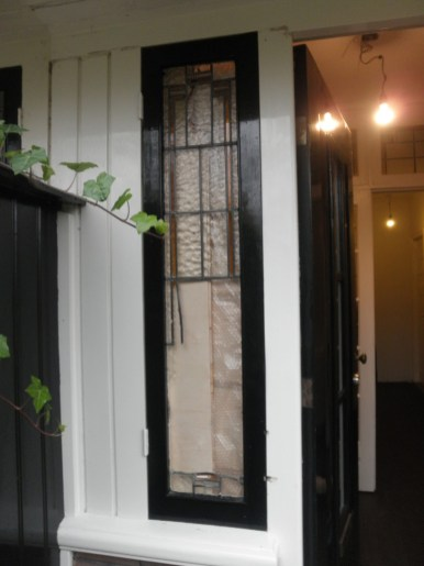 Buitenaanzicht voor restauratie ruit