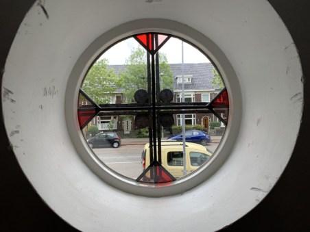 Nieuwe glas in lood (isolatieglas) ruit geplaatst