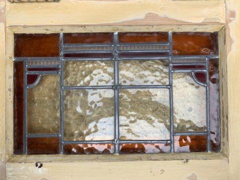 Oude ramen met bestaand glas voor de restauratie