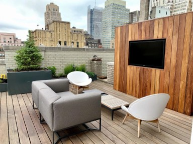 Rooftop garden with IPE TV wall