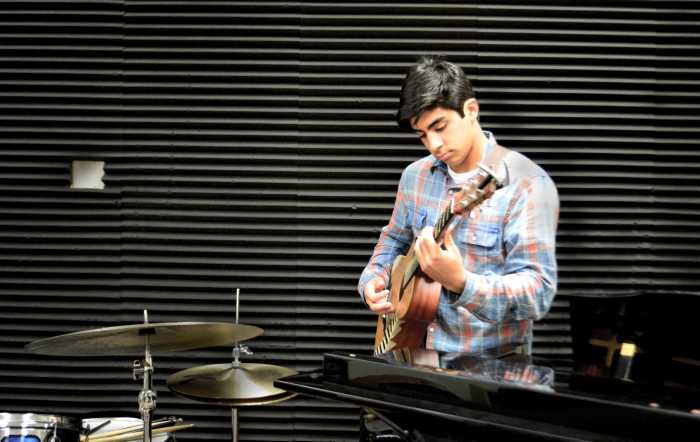 Nick Locke-Henderson '18 tunes into his passion for guitar