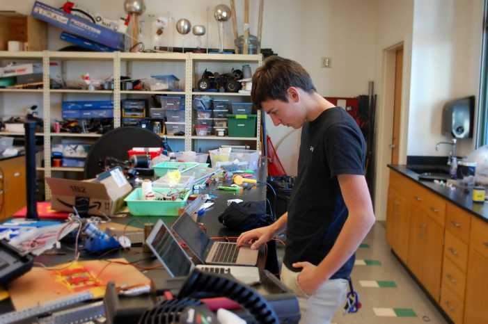 Jonathan Damico '18 balances coding, robotics and business