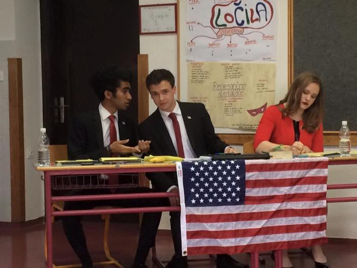 Debaters participate in USC tournament