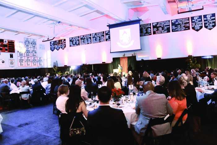 Alumni attend Spotlight Dinner