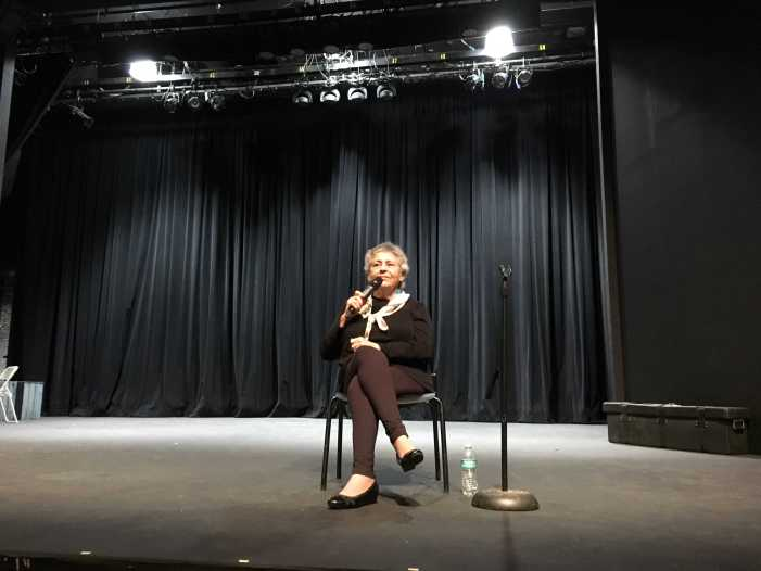 Holocaust survivor speaks to sophomore class