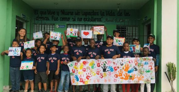 Keila McCabe '20 teaches art in the Dominican Republic