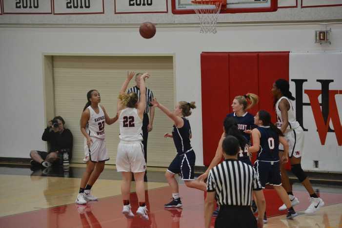 Girls' basketball defeats Alemany