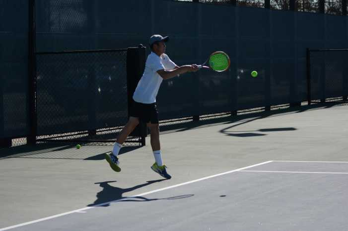 Boys' tennis continues league winning season