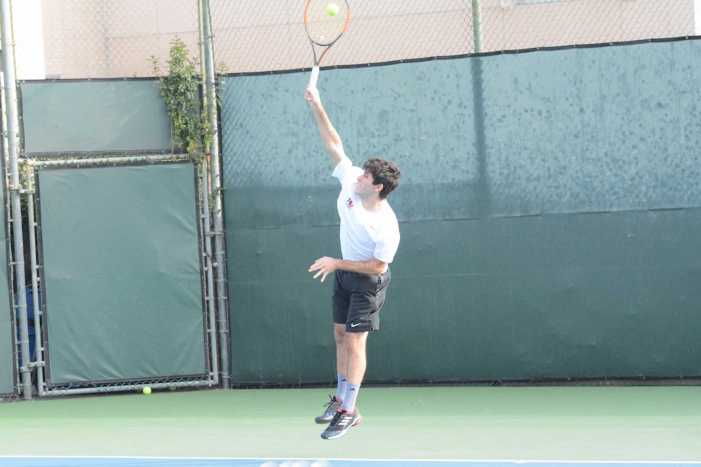 Boys' tennis defeats St. Francis