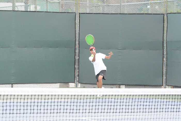 Boys' tennis wins third consecutive match