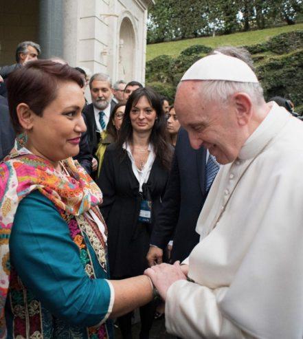 Farhana-Sultana-Pope-Francis-e1489951706743