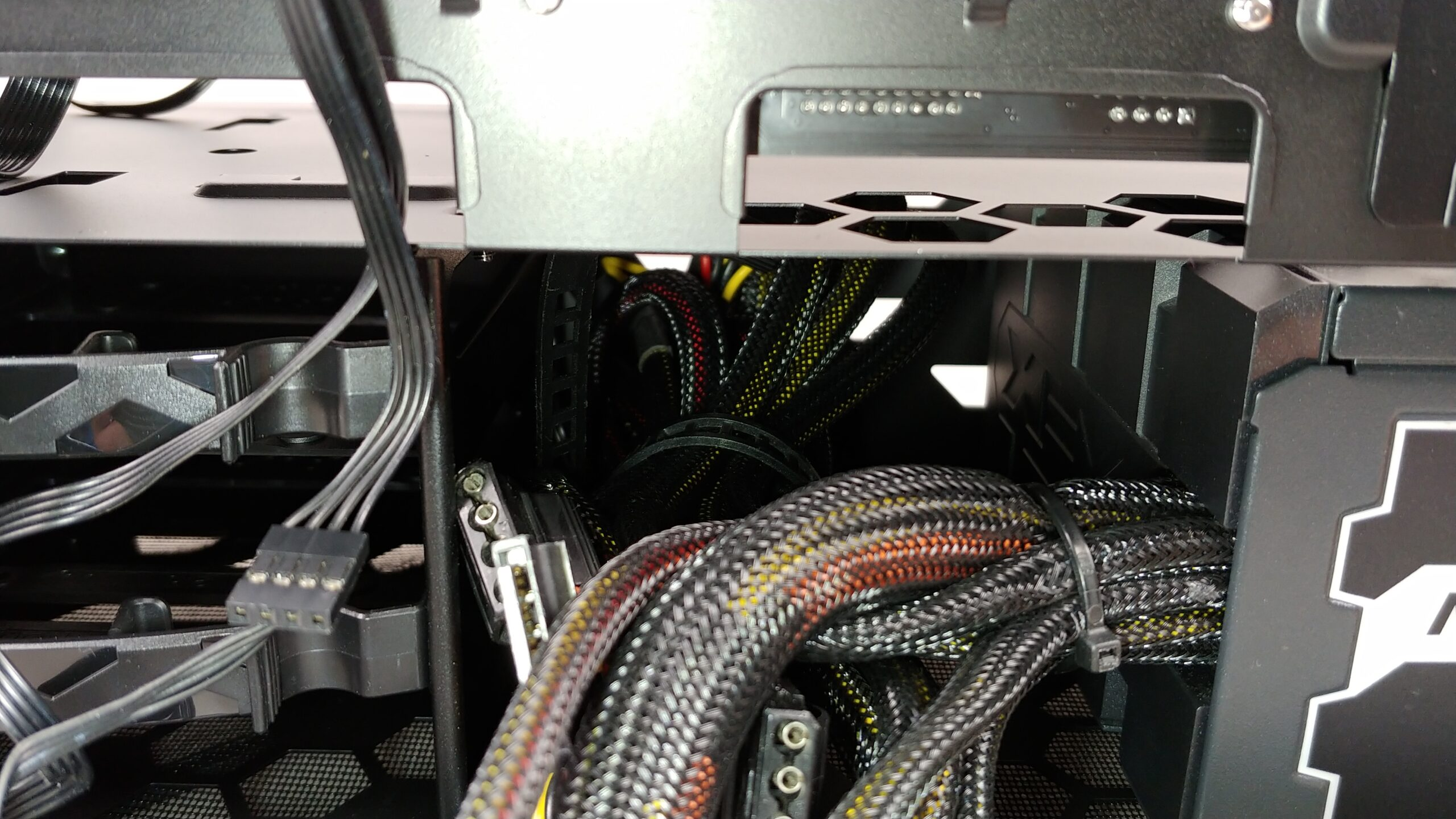 Close up of the PSU cables snugly tucked in the InWin 216.