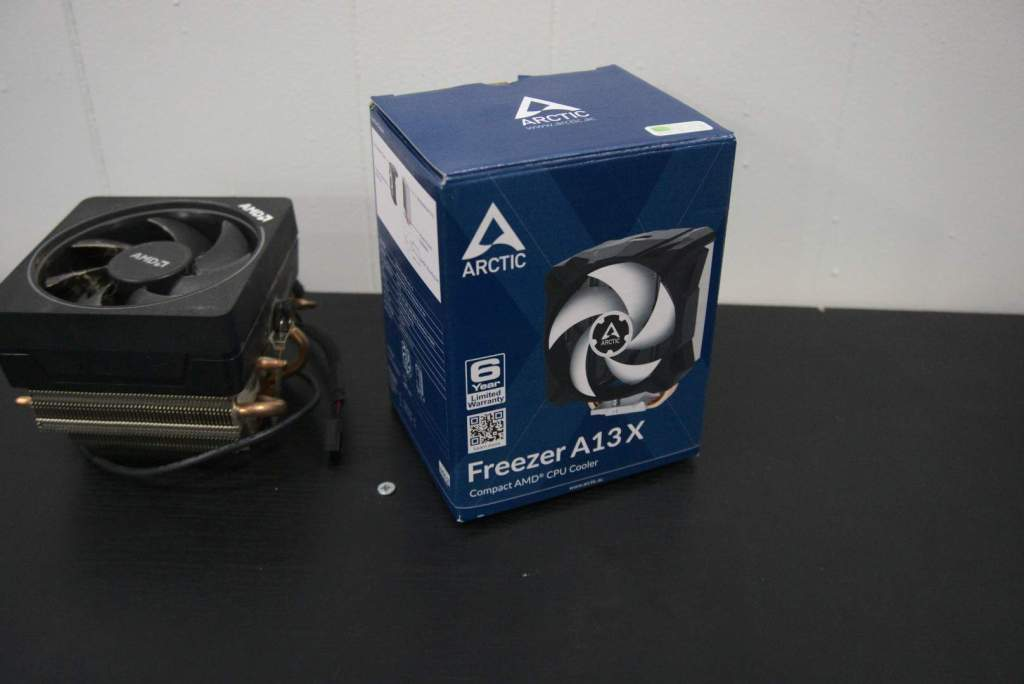 Arctic A13X vs AMD Wraith Max for scale