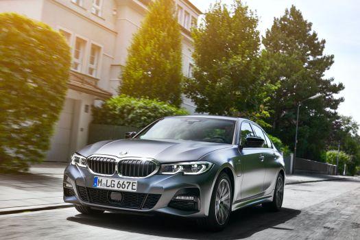 2021 BMW 3 serisi hibrit modeli ile geliyor!
