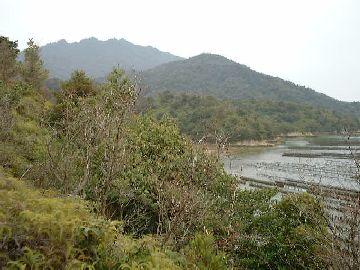 大江浦にて岩船岳を見る