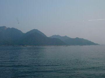 JR船上から見る岩船岳