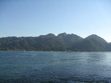 JR船上から見る弥山、駒ヶ林