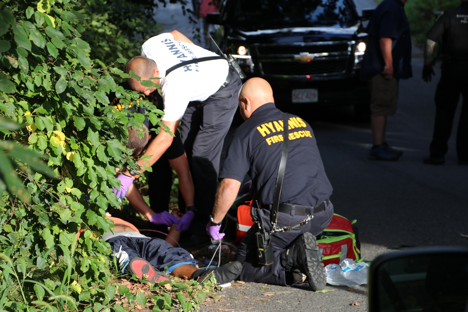 UPDATED: Detective starts doing CPR on man overdosing on