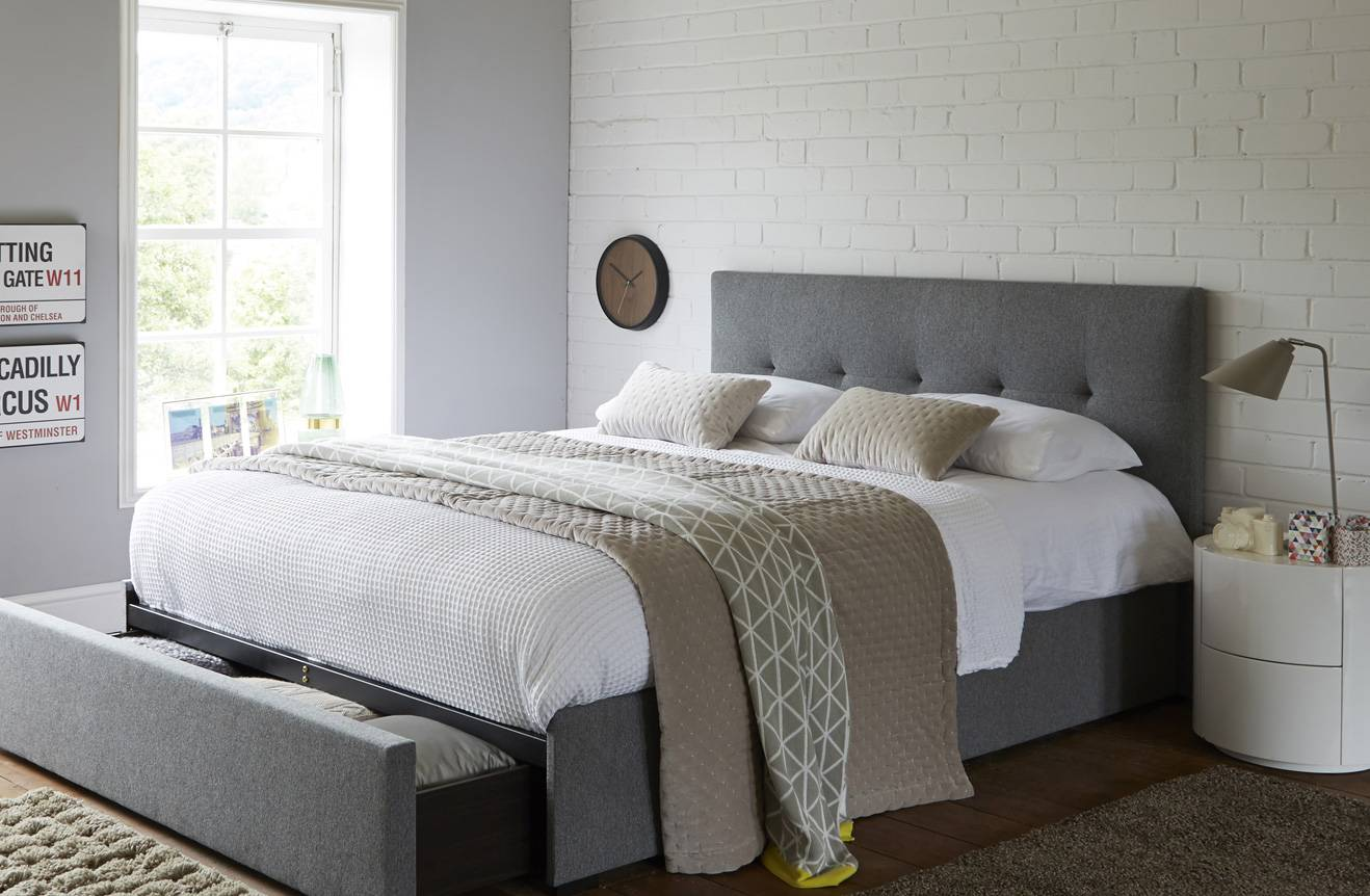 Top 4 Space-saving & stylish ideas for small bedroom ... on Ideas For Small Rooms  id=16127