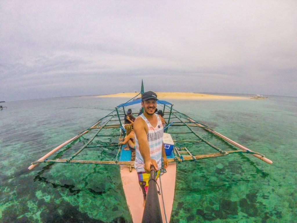 Naša malá bárka ktorá nás vozila po ostrovoch