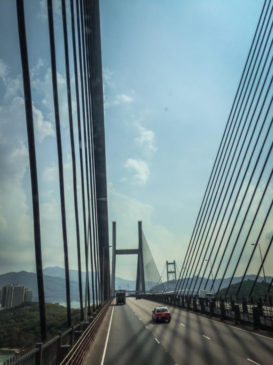 Mosty spájajúce Lantau Island s Hong Kongom