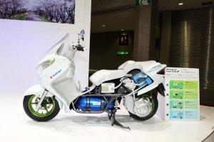 020712-suzuki-burgman-fuel-cell-cutaway