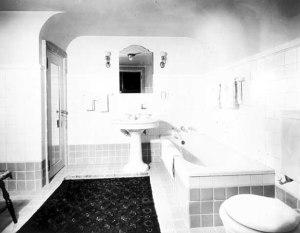 Colonial guest bathroom