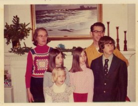 """The Hetfield Family (unknown date); L-R: Ingrid, Betsy, Peggy, Kathy, """"Skip"""", Walter"""