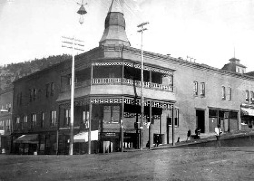 The first Victor Hotel was built by the Woods brothers in 1894, and gold was discovered as the foundation was excavated.