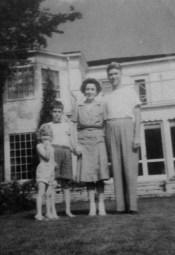 Penny, Rusty, Florence & Wally Walholm, Winnetka, Illinois (1943)